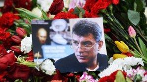 На доме Немцова установили мемориальную доску
