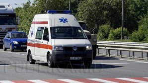 Машина скорой помощи попала минувшей ночью в аварию в центре Кишинева