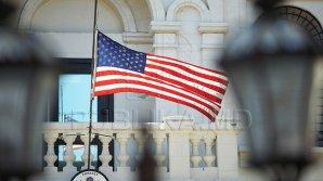 Спикер и премьер-министр возложили цветы к посольству США