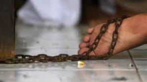 На Алтае мужчина сажал жену на цепь и заклеивал скотчем рот за безразличие к детям