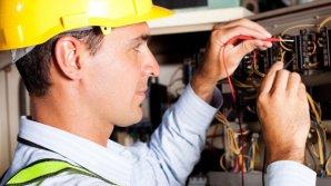 Электрики в Великобритании получают 150 тысяч фунтов в год из-за нехватки рабочих