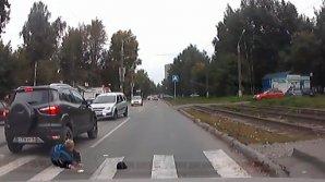 Женщина сбила школьника, попытавшись проехать зебру по встречной полосе