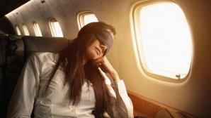 Ученые рассказали, чем опасен сон на борту самолета