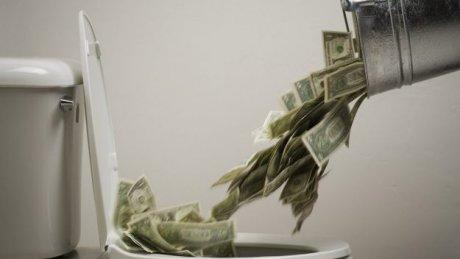 Полиция в недоумении: Десятки тысяч евро были смыты в туалет женевского банка