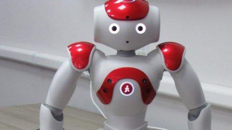 В Техническом университете Молдовы появился говорящий робот Ева