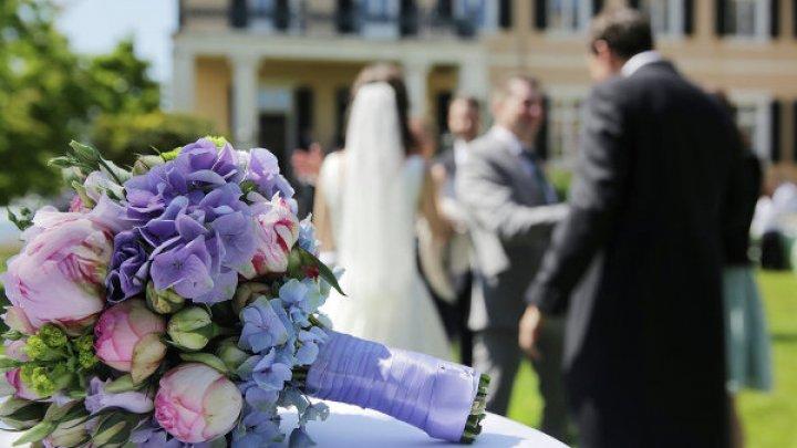 Более 100 пар поженятся в Москве в День всех влюбленных