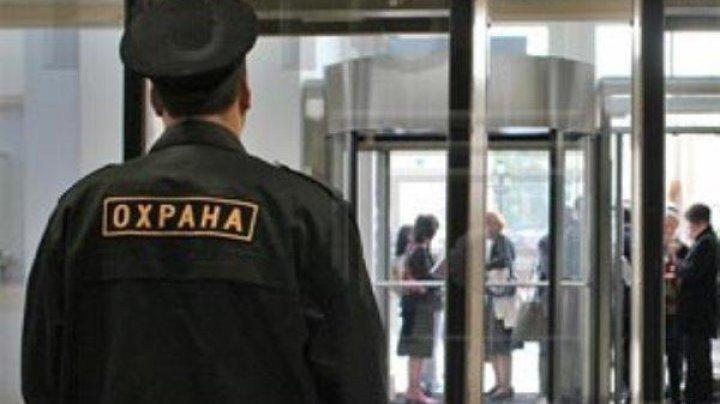 Охранник московского бизнес-центра госпитализирован с огнестрельным ранением половых органов