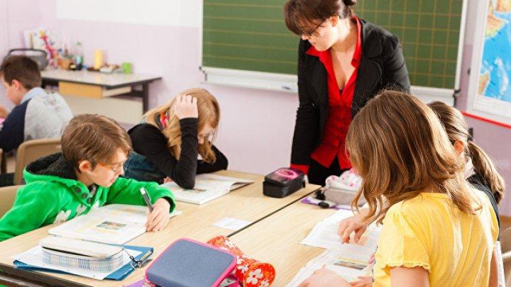 Увлекающаяся стриптизом учительница из Челябинска оказалась в центре скандала