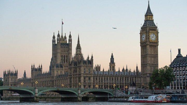 В офис парламента Великобритании доставили письмо с белым порошком