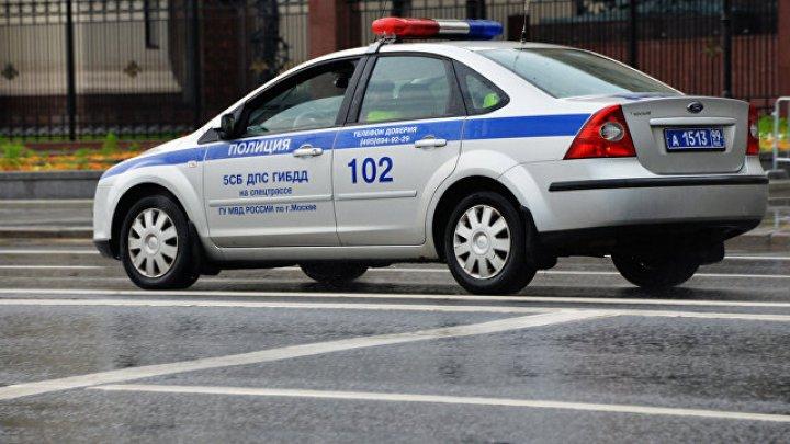 В Кемерово водитель иномарки с черным крестом бросил машину поперек дороги возле собора: фото