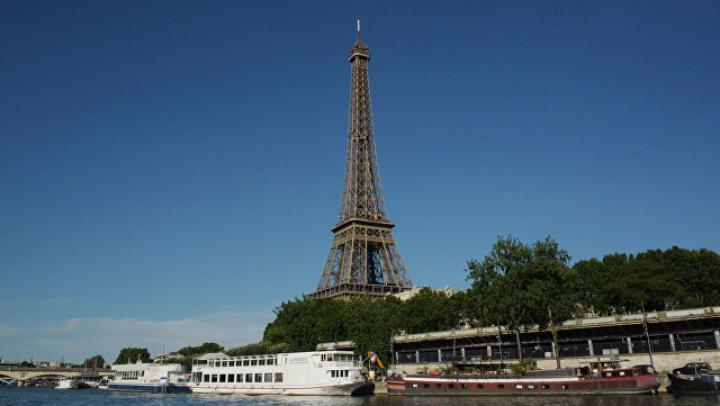 В Париже полицейские задержали подозрительного человека возле Эйфелевой башни