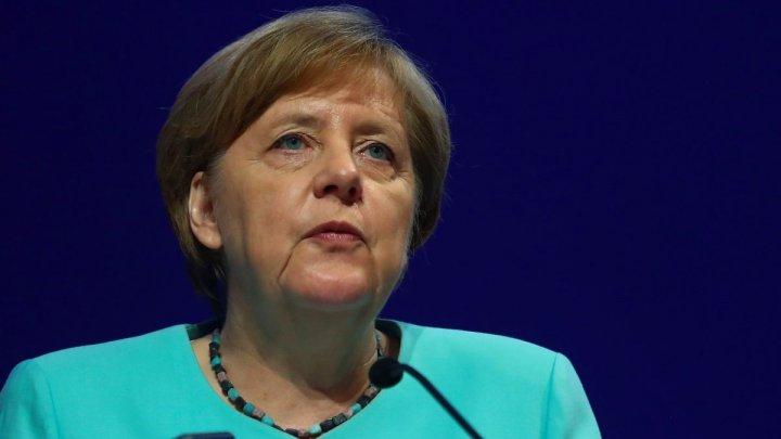Ангела Меркель спела на предвыборном митинге в Берлине: видео