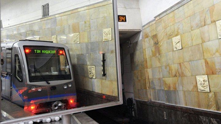 Грузовой поезд протаранил иномарку в Псковской области
