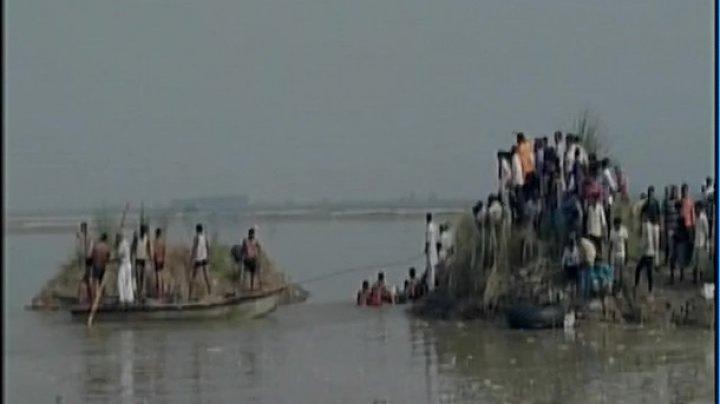 В Индии перевернулась лодка, 19 погибших