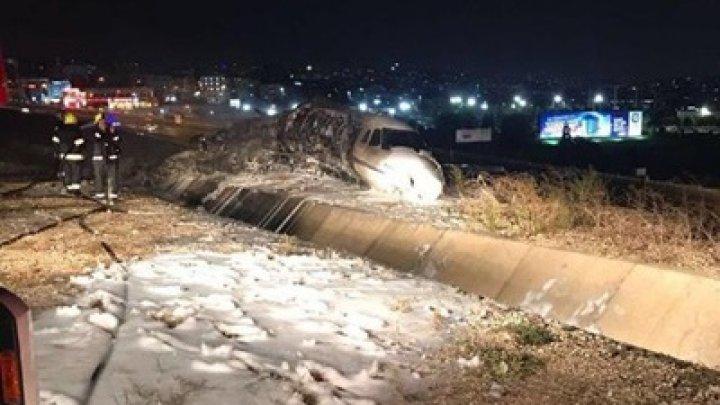 В аэропорту Стамбула во время посадки разбился самолет