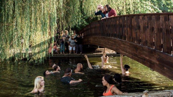 Таксист хотел сделать романтичное предложение и уронил кольцо за 3000 евро в реку