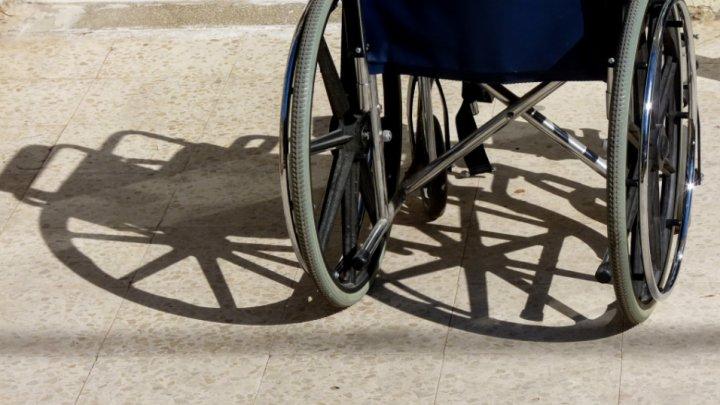 В Петербурге женщина притворилась инвалидом, чтобы угнать коляску