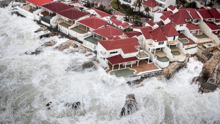 Для 4 тысяч человек круиз на лайнере, где всё включено, продлили из-за урагана