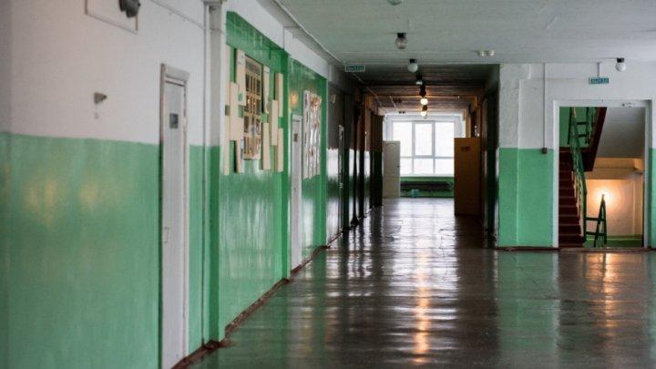 Подросток напал с ножом на сверстника в московской школе