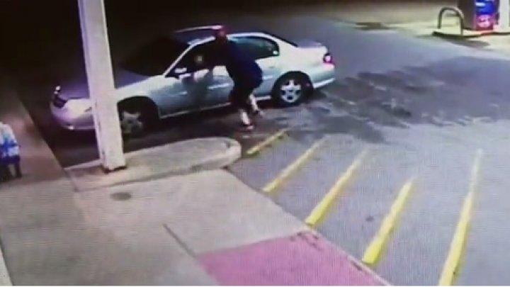 Пытавшийся остановить угонщика американец угодил под колеса собственной машины (18+)