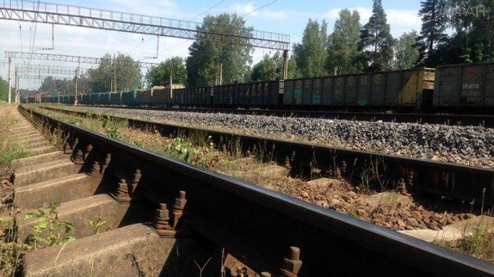 В Тверской области безбилетник выпал из электрички и погиб, убегая от охранников