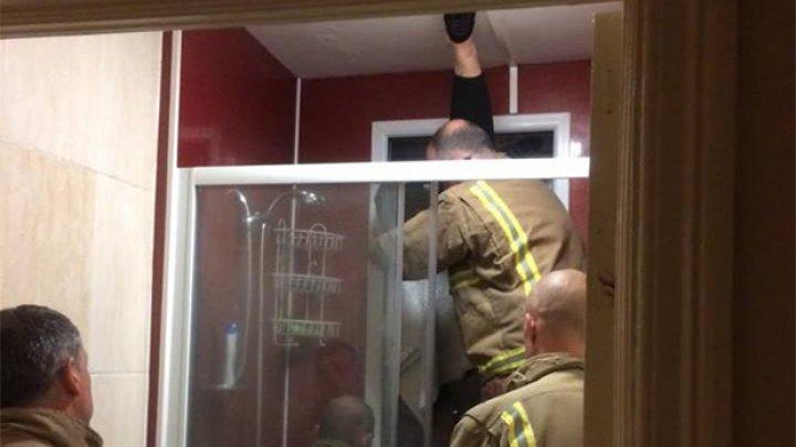 Неудачный поход в туалет на первом свидании завершился спасательной операцией