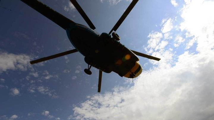 В Якутии ищут пилота аварийно севшего в ущелье частного вертолета