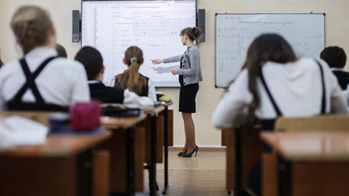 В российской школе учительница отрезала девочке волосы, чтобы наказать за неподобающий вид