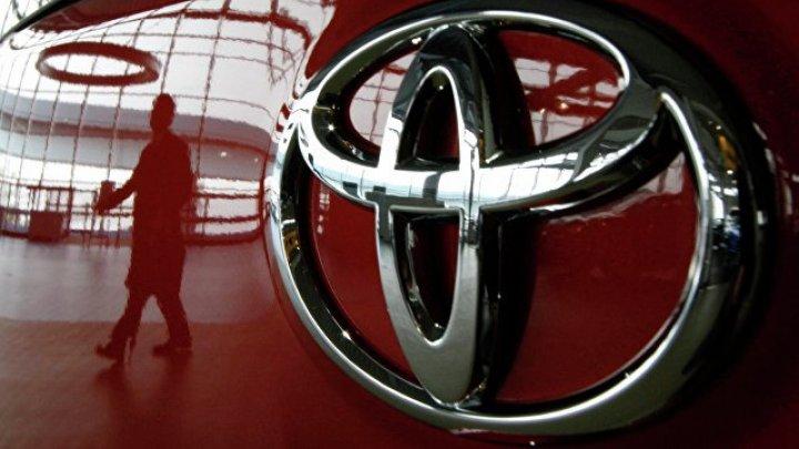 Toyota скрестила фургон с внедорожником