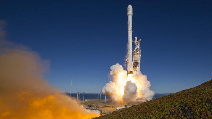 В США запустили ракету-носитель Falcon 9 с десятью спутниками связи