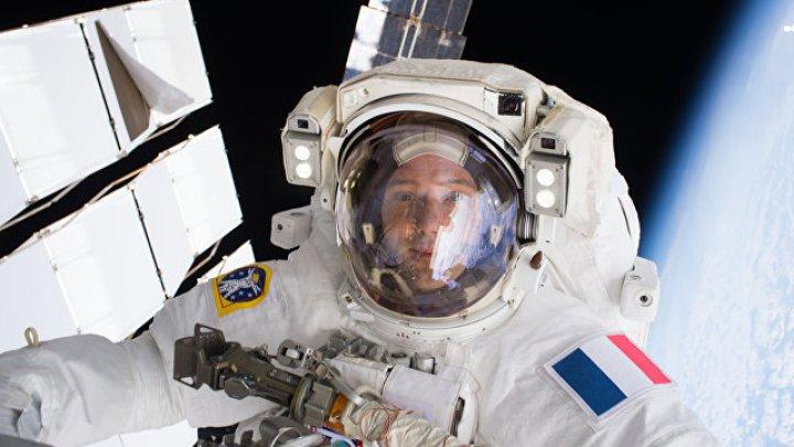 """Британская ведущая опозорилась, спросив астронавта МКС о """"камне с Луны"""""""