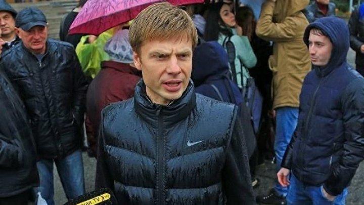 Депутата Рады закидали яйцами на митинге в Киеве