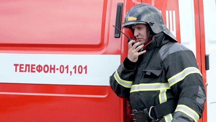 """В Петербурге около трех часов тушили крупный пожар на складе """"Ленфильма"""""""