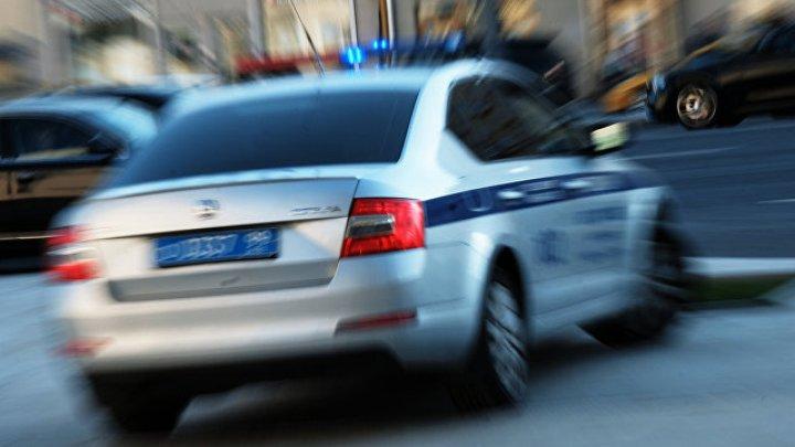 Москвича задержали за танец на крыше полицейского автомобиля