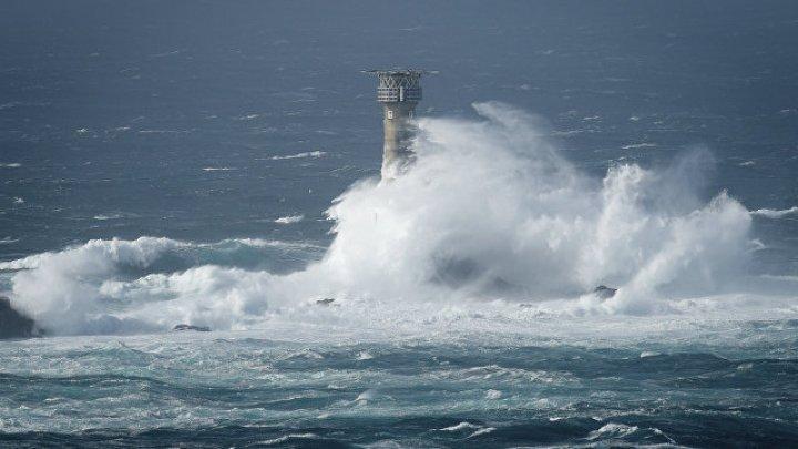 """Ураган """"Офелия"""" нарушил электроснабжение в Ирландии и Британии"""