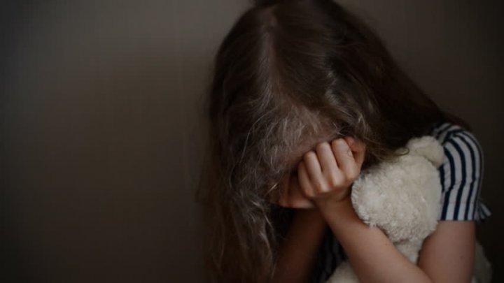 11-летняя девочка стала жертвой группового изнасилования