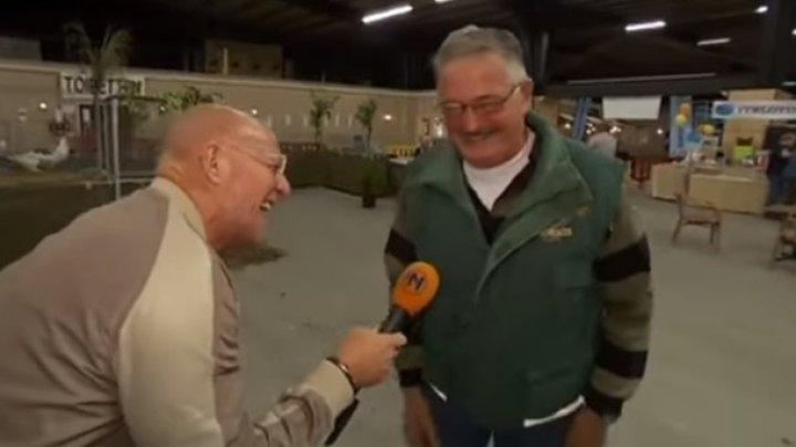 Смеется как курица: веселый фермер вызвал истерику у корреспондента