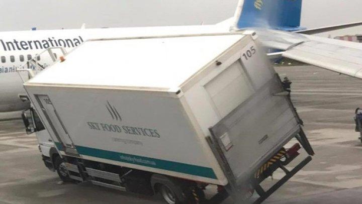 В Борисполе самолет зацепил крылом автомобиль