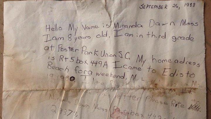 Отправившая письмо в бутылке женщина получила ответ спустя 29 лет