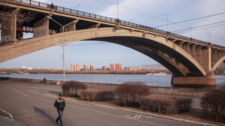 В Омске, девушку, которая хотела покончить с собой, изнасиловали по дороге к мосту