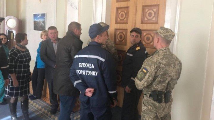 Депутаты Рады приостановили работу из-за дыма в сессионном зале