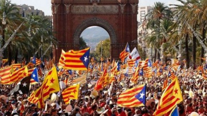 Парламент Каталонии обсуждает ответные меры надействия Мадрида