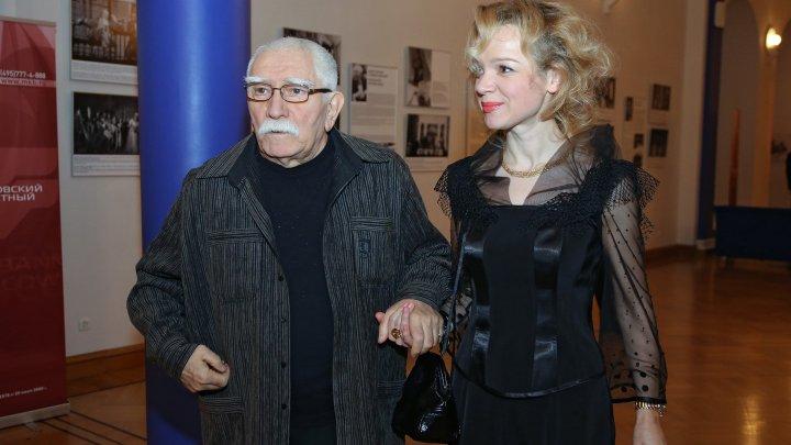 Жену Джигарханяна уволили из театра после скандала с народным артистом