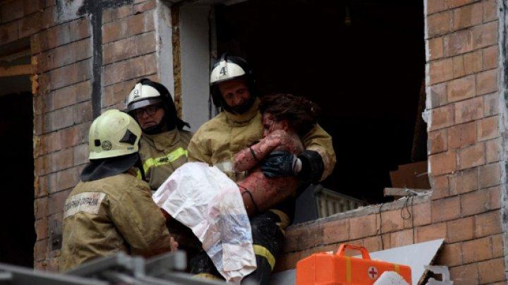 Из-под завалов жилого дома в Донецке извлекли пострадавшую женщину