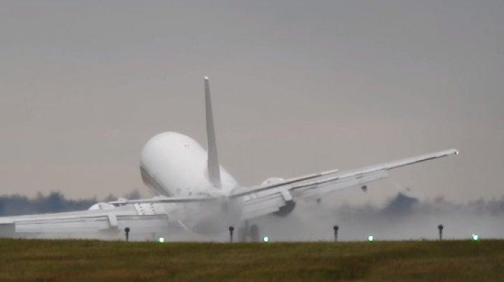 Самолет едва не разбился при страшной посадке в Праге: видео