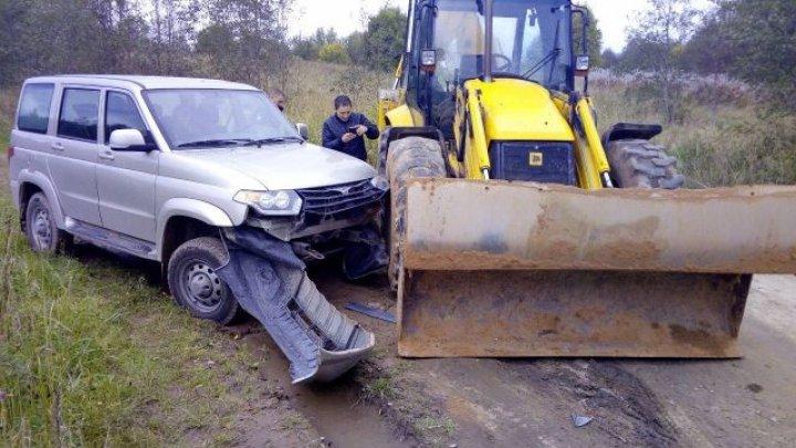 Фото: тракторист протаранил полицейскую машину, пытаясь помешать задержанию преступников