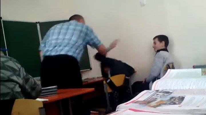 Учитель в Башкирии избил ребенка во время урока: видео