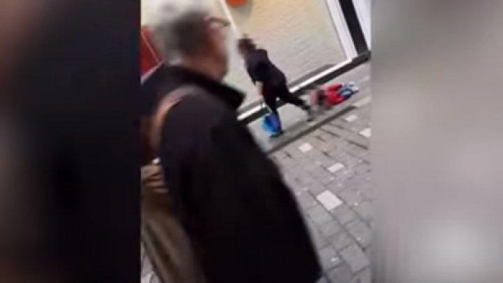 В Англии мать выгуливала сына-аутиста на поводке