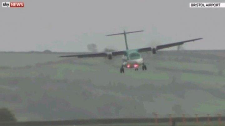 Опубликованы кадры опасной посадки пассажирского самолета в Британии
