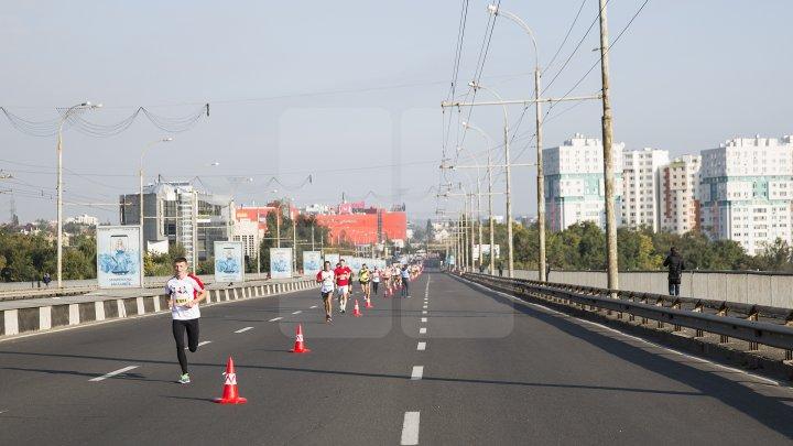 Тысячи людей принимают участие в международном Марафоне в Кишинёве: фото